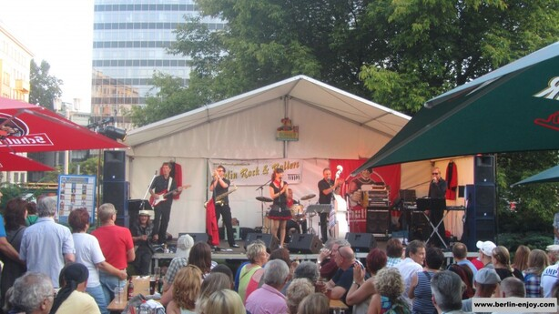 A live-band performing on the beer-festival in Berlin