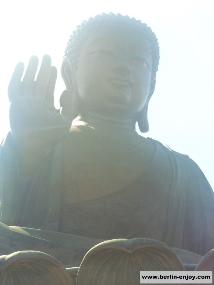 Tian tan Buddha Hong Kong Close