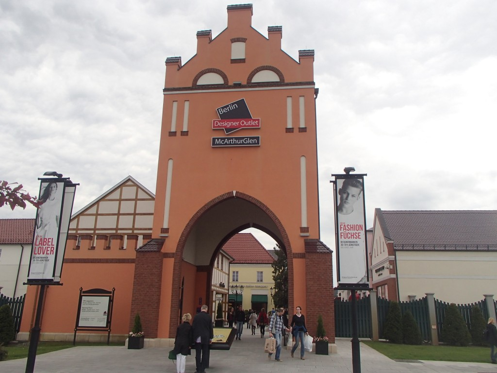 Spandau Outlet Entrance